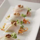 白身魚のカルパッチョ、ピクルス巻き