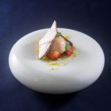 フォアグラのジェラート イチゴのバルサミコ酢マリネ添え