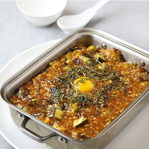 石鍋茄子飯(シィグォチェズゥハン)夏茄子のスパイシー煮込み石焼ビビンバ仕立て