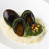 焼辣醤皮蛋(ソウラージャンピータン)皮蛋のグリーン皮蛋ソース