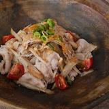 連島ごぼうと豚肉のカレー風味ごま味噌ドレッシングのサラダ