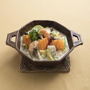 海老とベジヌードルのココナッツミルク鍋(タイ)