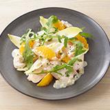 しっとり鶏胸肉とオレンジ アンディーブのサラダ仕立て